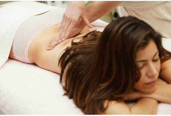 Contre-la-sciatique-un-massage-aux-huiles-essentielles_exact556x377